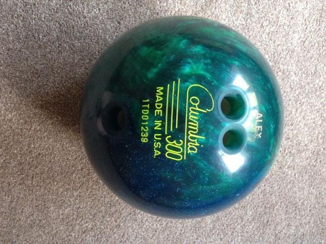 Ten pin bowling ball 8lb
