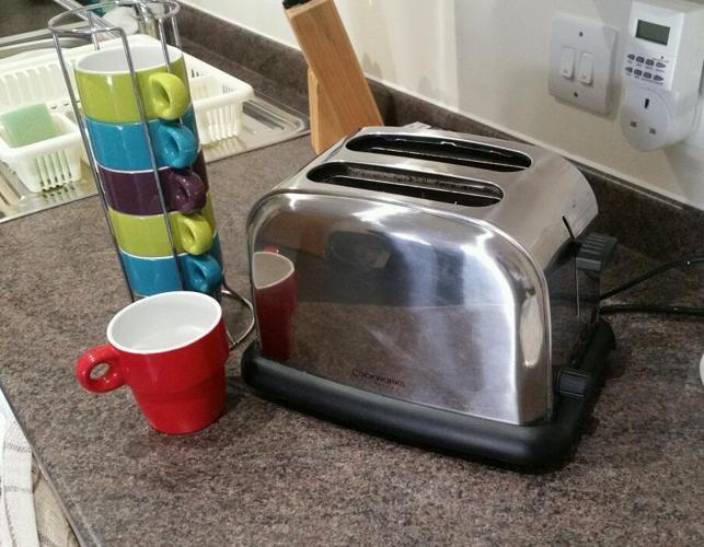 Toaster & mugs