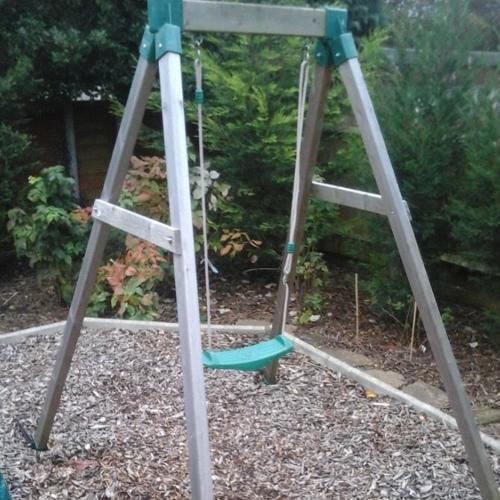 Trampoline + wooden swing