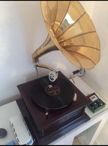 WindUp Gramaphone Gramophone Phonograph HMV Vintage