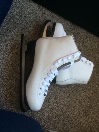 Women's size 8 ice skates (BRAND NEW)