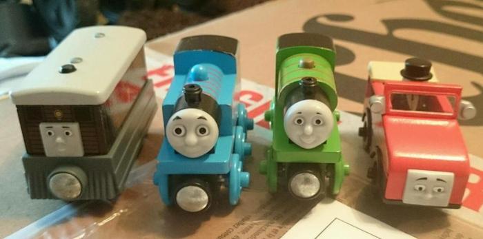 Wooden Thomas train bundle