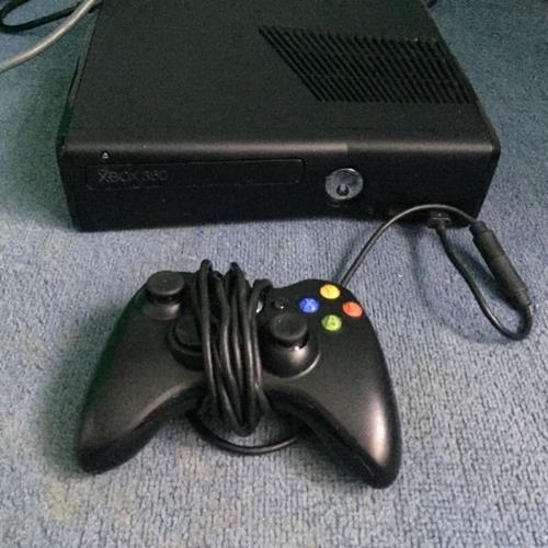 Xbox 360 & 2controls