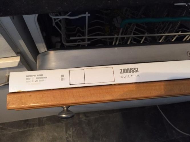 Zanussi built in dish washer.