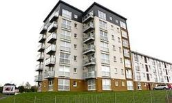 Stunning three bedroom unfurnished flat located in the