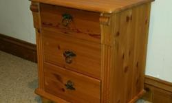 Good condition bedside table. Good quality piece of