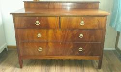 Stunning 5 drawer chest in good condition. Few