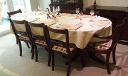 Beautiful 8-seater dining room table (can be adjusted