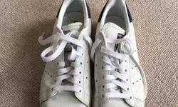 Hardly worn, good condition Stan Smiths. White crackled