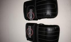 Boxing pro gloves. Great condition not a break in them.