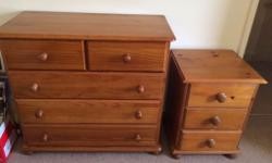 Pair of pine drawers. In great condition, all drawers