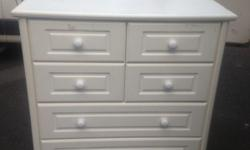 Very good condition chest of draw. No damage or