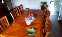 Classic dining room table and 6 chairs inc 2 carver