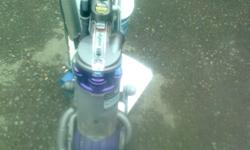 DYSON DC25 UPRIGHT VACUUM IN GOOD WORKING CONDITION