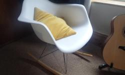 Eames inspired rocking Chair in white, in excellent