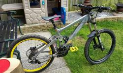 Giant Glory Downhill Bike Really good condition
