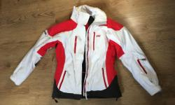 HELLY HANSEN SKY JACKET. Small size, excellent