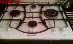 4 ring white Hotpoint gas hob, one small ring, one
