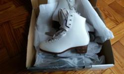 Excellent condition uk size 1 but says 3 in the skate.