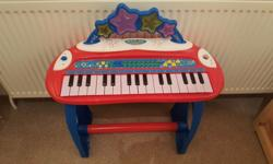 Kids battery powered piano for sale microphone missing