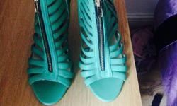 Ladies size 6 green fashion shoes. Brand new 3 zip