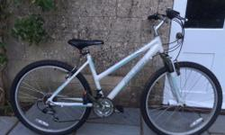 White Raleigh Ladies Mountain bike. Perfect for towpath