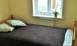 a nice warm good size single room, with wardrobe and