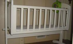 mamas and papas rocking crib, excellent condition,