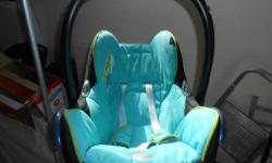 Maxi-cosi car seat to sell for £15. Blue colour in good