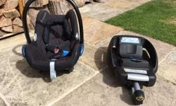 Here we have a maxi Cosi car seat and base. In perfect