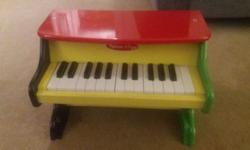 Melissa and Doug wooden childrens piano. Great