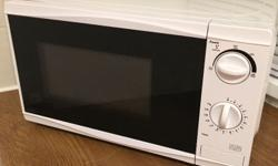 Microwave white good condition clean inside and out.