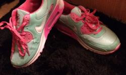 Nike air max pink and blue 7 and a half been worn