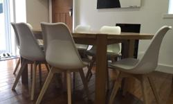 Solid oak dining table immaculate condition 6 habitat