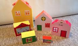 Peppa pig house, set of 6 houses that all fit inside