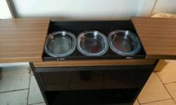 Good working order, 3 oven proof dishes, slight chip on