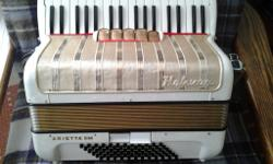Hohner piano accordion. 72 bass LMM tuning. No leaks,