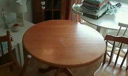 Pine round table and chairs In used condition
