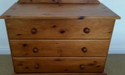 Lovely pine set of 3 drawers & bedside drawers. Used
