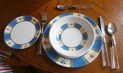Menominee Plate set four of Dinner plates, side plates
