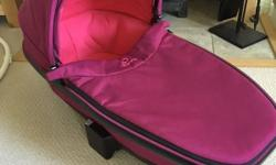 Quinny Buzz Carrycot, pink. In excellent condition,
