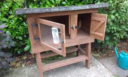This rabbit hutch has detachable legs and roof making