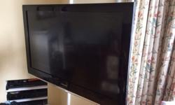 Samsung 40 inch tv with wall bracket used but in great
