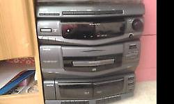 SANYO HIFI WITH TRIPLE CD PLAYER ALL IN GOOD WORKING