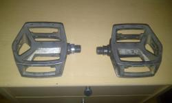 Hi my Shimano DX flat pedals Good condition few