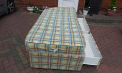 GOOD CONDITION,CLEAN,COME WITH DRAWERS,BED AND MATCHING