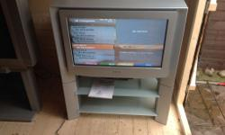 SONY TRINITRON TV WITH GLASS STAND AND SHELVES, REMOTE
