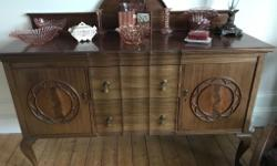 Beautiful vintage sideboard with two side cupboards and
