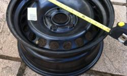 Selling a very good condition steel rim measuring 16