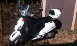 Fantastic 2012 white Vespa LX 125 in great condition.